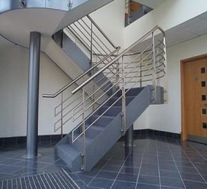 Thợ làm cầu thang inox kính tại quận 1