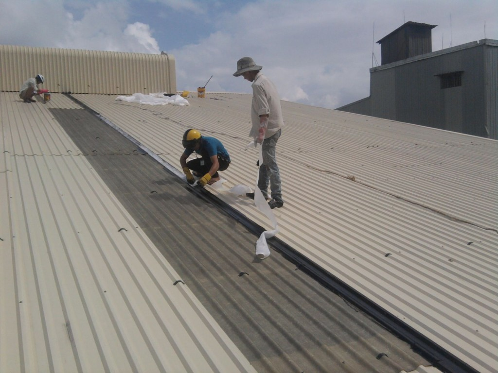 Thợ chống dột mái tôn ở tại quận 10 tphcm