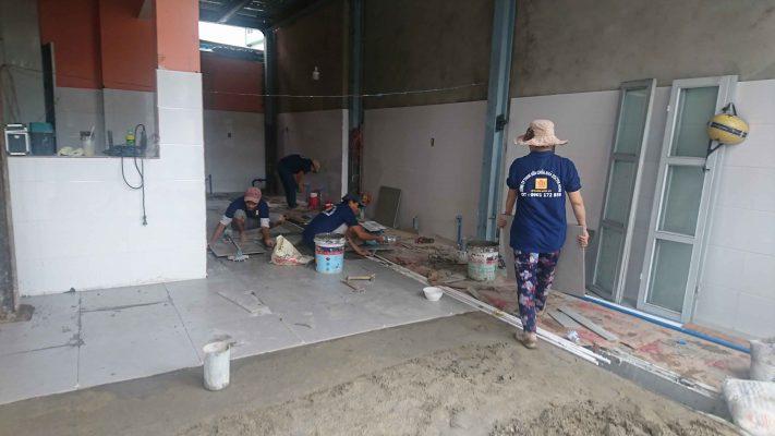 Thợ lát gạch men tại quận 7